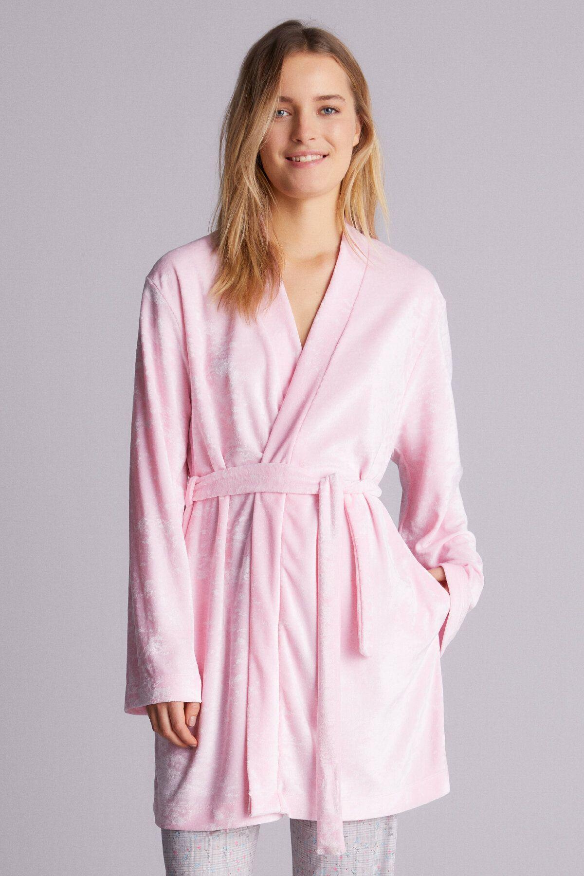 Короткий велюровый халат