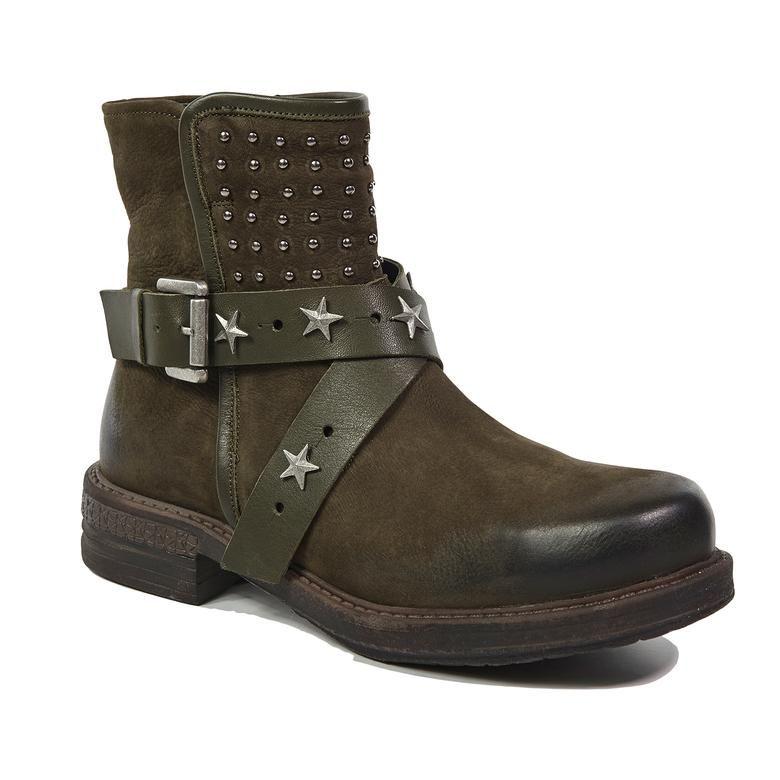 Замшевые ботинки с заклёпками